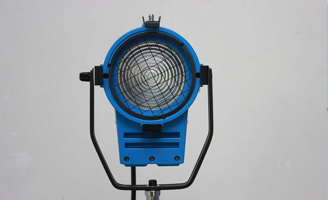 den-spotlight-650w-6